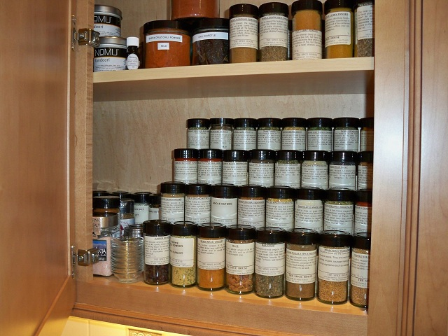 Practical ways to store food without a fridge the lazy for Spice cabinet ideas